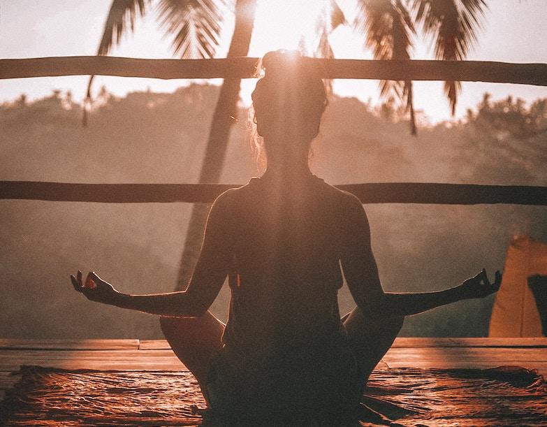 Glücklich sein durch Meditation