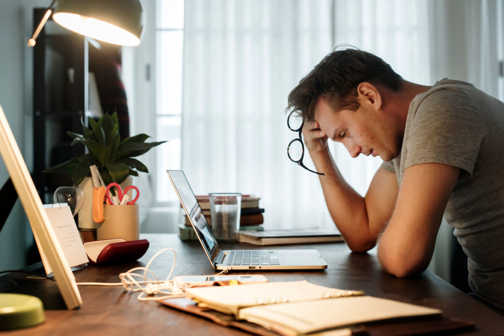Müde beim Arbeiten